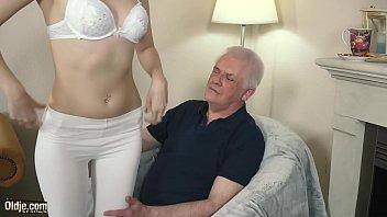 افلام سكس رجل يبلغ العمر75سه يلحث في كسه